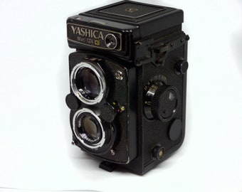 Yashica 124G medium format 6x6 TLR camera AS IS repairs or decor