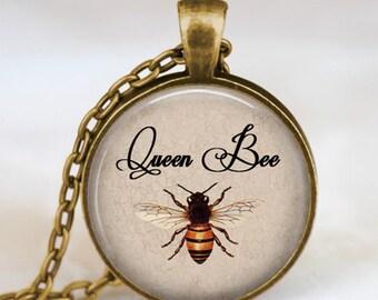Queen bee necklace antique bronze, queen bee pendant , queen bee jewelry, insect art pendant , entomology, zoology pendant