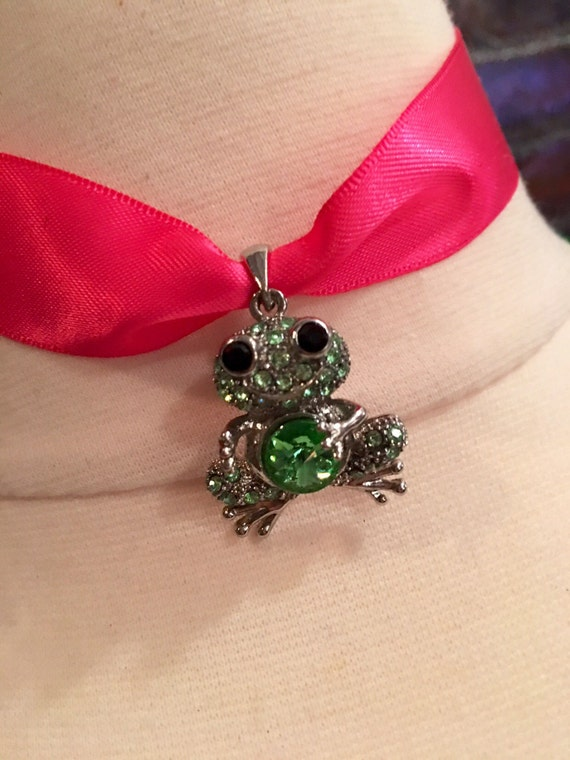Vintage Charming Green Rhinestone Frog Pendant Necklace Choker