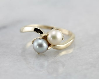 White and Grey Pearl Bypass Ring 8AKME4-N