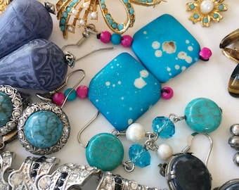 Lot of vintage costume jewelry DIY crafts projects necklaces earrings bracelets brooches