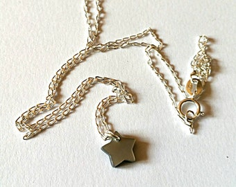 Petite and delicate 925 sterling silver chain star mother of Pearl