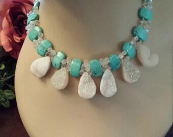 One strand necklace with druzy teardrops