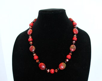 Chunky Red Green Black Bead Necklace,Red Black Green Beaded Necklace,Classic Red Black Bead Necklace,Classic Womens Beaded Necklace,Necklace