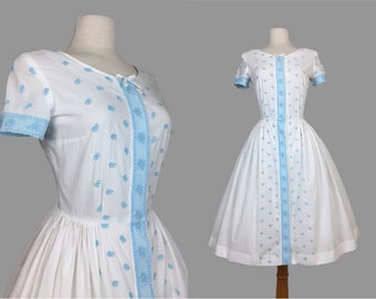 Vintage 1950's Embroidered Fit and Flare Dress / Day Dress / Rockabilly / VLV / Pinup / Viva