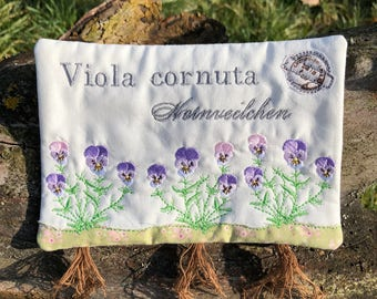 Embroidery file 18x13-horn violet mug rug ith