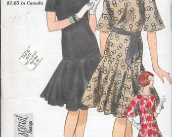 Vintage 1960s Vogue Special Design Sewing Pattern 4236- Misses' One Piece Dress size 12 bust 32,hip 34 FF includes label