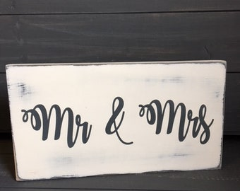 Mr Mrs Plaque/Personalised Mr & Mrs sign/Wedding Gift/Distressed wedding sign