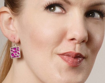 Medium Square bubble earrings in Fuchsia