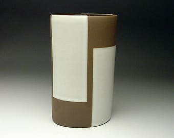 Vintage Jonathan Adler design Porter Pot Handmade In Peru perfect for a Bauhaus Decor SIGNED