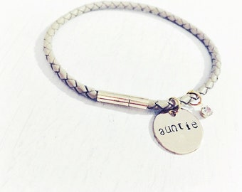Personalized Auntie Bracelet, Gift for Aunt, Best Auntie Ever, Aunt Friendship Bracelet, Gift for Sister, Charms for Nieces and Nephews