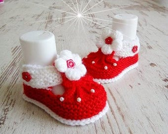 Baby shoes knitted baby shoe pink white handmade