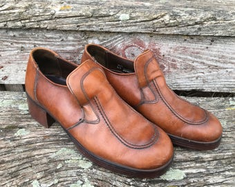 Vintage Western Heeled Slipons. Men's Weyenberg Leather Clog. Size 7 mens.Women's 9. 1960's Shoes. Warm Brown Leather. Unique.