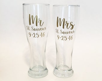 Set of 2 - Mr and Mrs Custom Name Date Pilsner Beer Glasses / Wedding Gift - Gold
