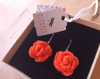 Rose-shaped crochet earrings