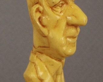 Vintage plastic GENERAL DE GAULLE Pen 6 in long Ivory color cAricature