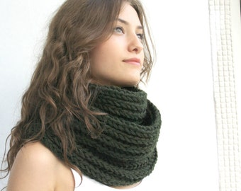 Infinity Loop Scarf  Hunter Green / Gift  For Her for women  / Christmas Gift / outdoors gift