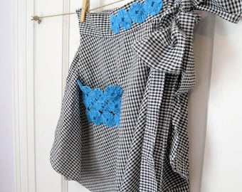 Black Checkered Gingham Half Apron with Rosettes, Vintage Apron with Rosettes, Hostess Apron, Picnic Apron, by mailordrevintage