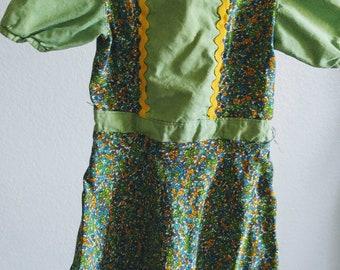 Adorable Vintage Toddler dress, green/yellow
