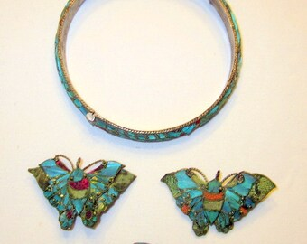 Chinese Kingfisher Grouping of Bangle Bracelet, Two Butterfly Brooches, and a Diminutive Oval Brooch-Tian-Tsui Style