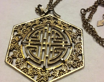 Vintage Sarah Coventry Chinese symbol pendant necklace .