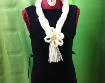 129. WOOL NECKLACE
