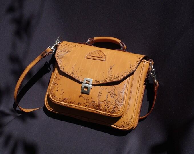 handbag, Briefcase, Messenger bag shoulder bag leather tanned vegetable color natural wood-burned arbesques decor