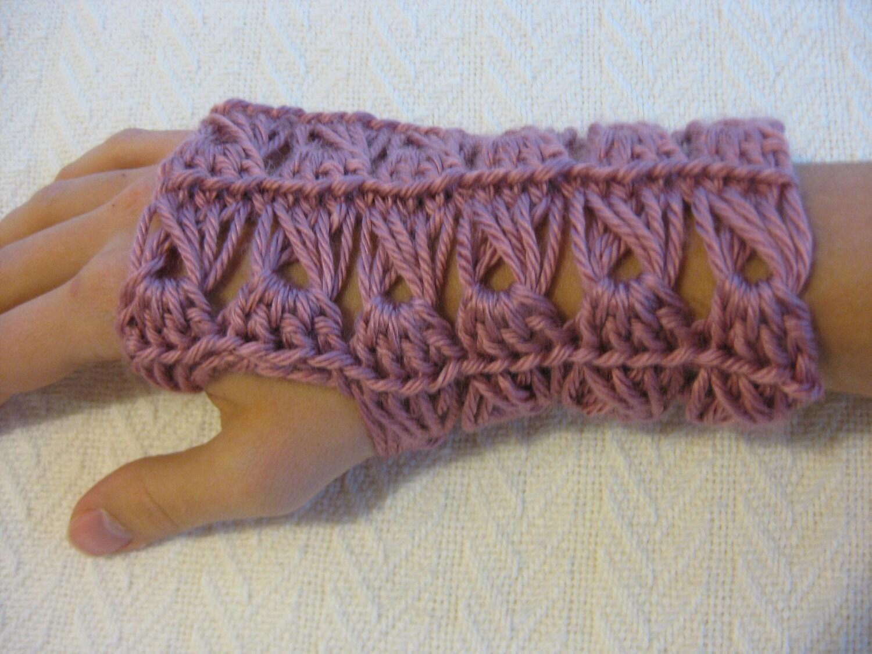Crochet PATTERN Fingerless Gloves Broomstick Lace
