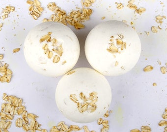 Oatmeal, Milk and Honey Bath Bomb - Goatsmilk Bath Bomb -  Sensitive Skin Bath Bomb - Moisturizing Bath Bomb - Natural Bath Bomb
