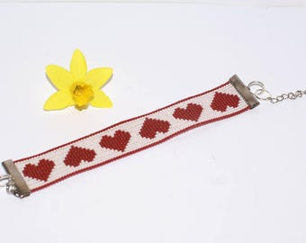 Bracelet with red and white hearts by myuki delicas beads