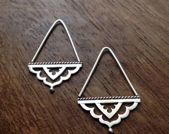 Meharaba hoop earrings - sterling silver triangle Indian threader earrings - boho earrings - gypsy earrings - scalloped hoop earrings