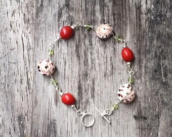 Seashell, Peridot and Red Seed bracelet