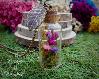 Glass bottle necklace,  glass vial pendant, terrarium necklace, vintage pendant, floral necklace, daisy pendant,dried flowers necklace