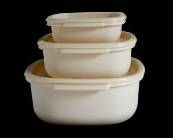Rubbermaid Containers & Lids, 12 cups 2248 2249, 6 cups 2246 2247, 2 cups 2242 2243, 1980s Food Storage Container Set