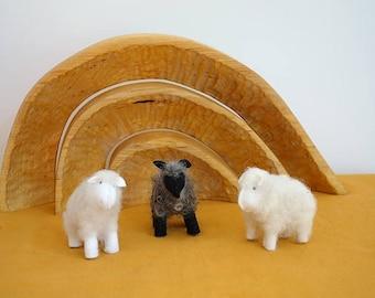 Felt sheep - Nature table - Waldorf inspired - Nativity sheep  - Waldorf sheep - Antroposofisch - Waldorf animal