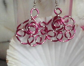 Floral engraved aluminum 2mm fuchsia wire baskets