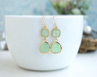 Mint Wedding Earrings, Mint Glass Drop Dangle Earrings. Modern Everyday. Mint Wedding. Bridesmaid Gifts. Light Green Wedding, Green Wedding