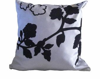 Kuwaha Flocked Taffeta Decorative Throw Pillow Cover; White and Black