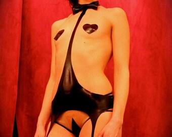 Latexbow tie harness