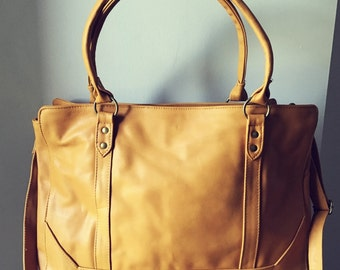 Classy, classic and traditional leather tote. Computer Work bag.Strong straps,fully lined,pockets,traditional tan leather tote.Real leather