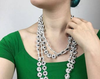 60s Daisy Chain Necklace Black and White