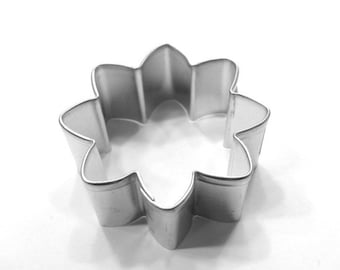 Daisy Cookie Cutter - 2 1/2 Inches
