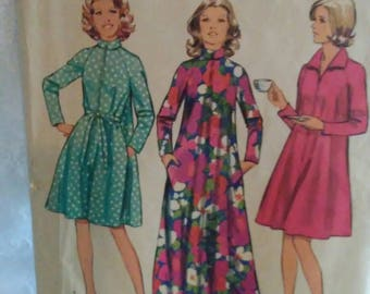 Vintage 1970s Simplicity Sewing Pattern Misses Size 8-10 Swing Robe Shift Caftan Housecoat Retro Mid Century Womans Clothing