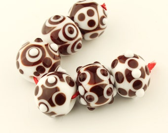 SRA  Artisan Glass Lampwork Bead Set Red and White Dots (6)