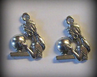 4 Silver Pewter Fortune Teller with Crystal Ball Charms (qb66)