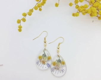 earrings made of jewelery resin in natural mimosa flowers and blue daisies