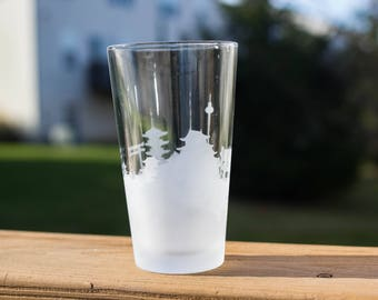Etched Kyoto, Japan Skyline Silhouette Pint Glasses