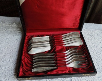 Art Deco boxed set of 6 silver plate fish cutlery, knives and forks, from A Weber of Lucerne