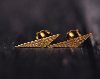 18K yellow gold vermeil triangle crosshatched stud earrings