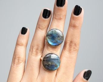 Beautiful Rainbow Labradorite Round Gemstone 925 Silver Ring , Labradorite Statement Ring, Blue Flash Gemstone Ring , Flashy Labradorite
